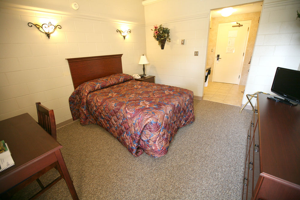 Rooms have full size beds, phones, study desk with chair, and alarm clock.