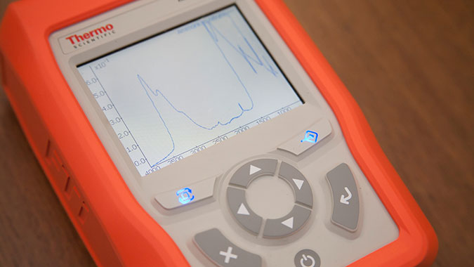 The TruDefender spectrometer displays the analysis of a